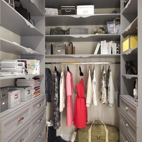 гардеробная комната 2 на 2 идеи интерьера