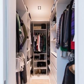гардеробная комната 2 на 2 оформление фото