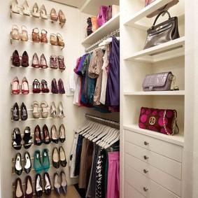 гардеробная комната 4 кв м фото интерьер