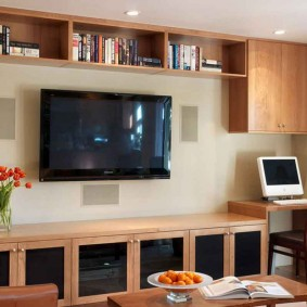 гостиная с компьютерным столом виды декора