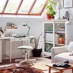 гостиная с компьютерным столом оформление