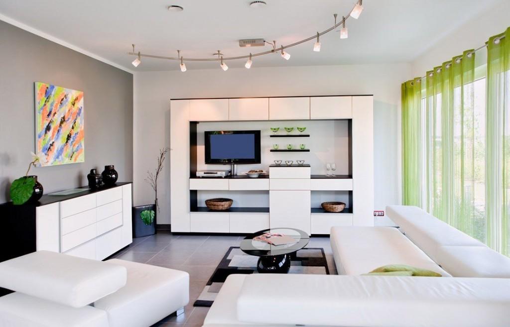 Просторная гостиная с панорамным окном