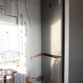 холодильник в прихожей фото
