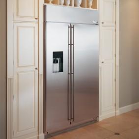 холодильник в прихожей и коридоре фото