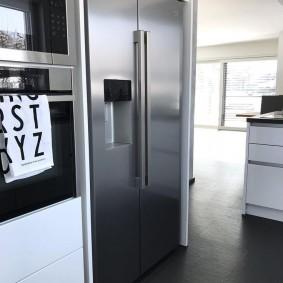 холодильник в прихожей и коридоре идеи дизайна