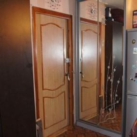 холодильник в прихожей и коридоре декор идеи