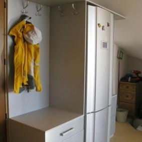 холодильник в прихожей и коридоре идеи декора