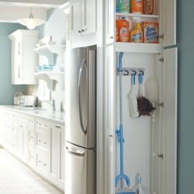 холодильник в прихожей и коридоре интерьер