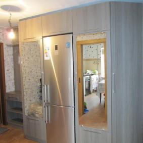 холодильник в прихожей и коридоре оформление