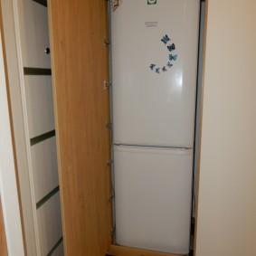 холодильник в прихожей и коридоре оформление фото