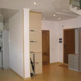 холодильник в прихожей и коридоре фото оформление