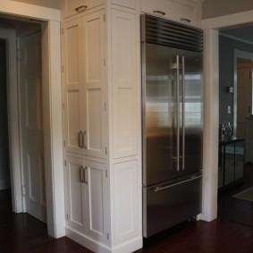 холодильник в прихожей и коридоре фото идеи