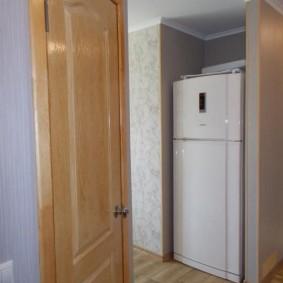 холодильник в прихожей и коридоре идеи варианты