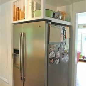 холодильник в прихожей и коридоре фото видов