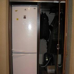 холодильник в прихожей и коридоре обзор