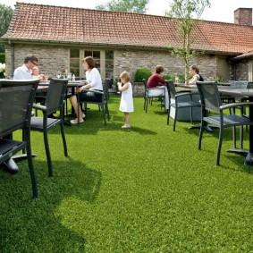 искусственный газон для дачи фото декор