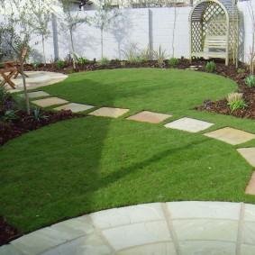 искусственный газон для дачи фото декора