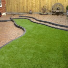искусственный газон для дачи идеи декор
