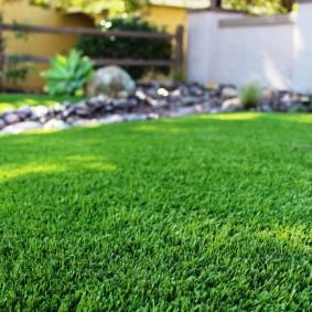 искусственный газон для дачи варианты оформления