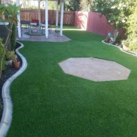 искусственный газон на даче идеи