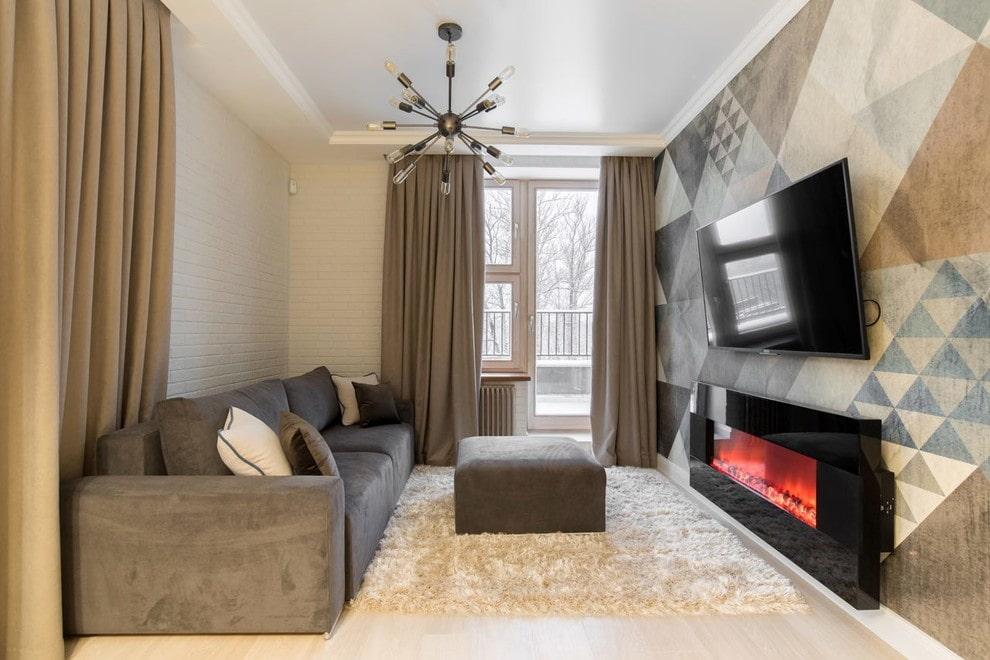 Стильный электрокамин в небольшой гостиной с балконом