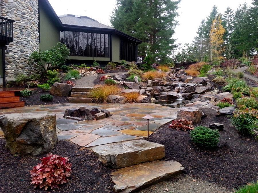 Мощение камнем площадки на склоне