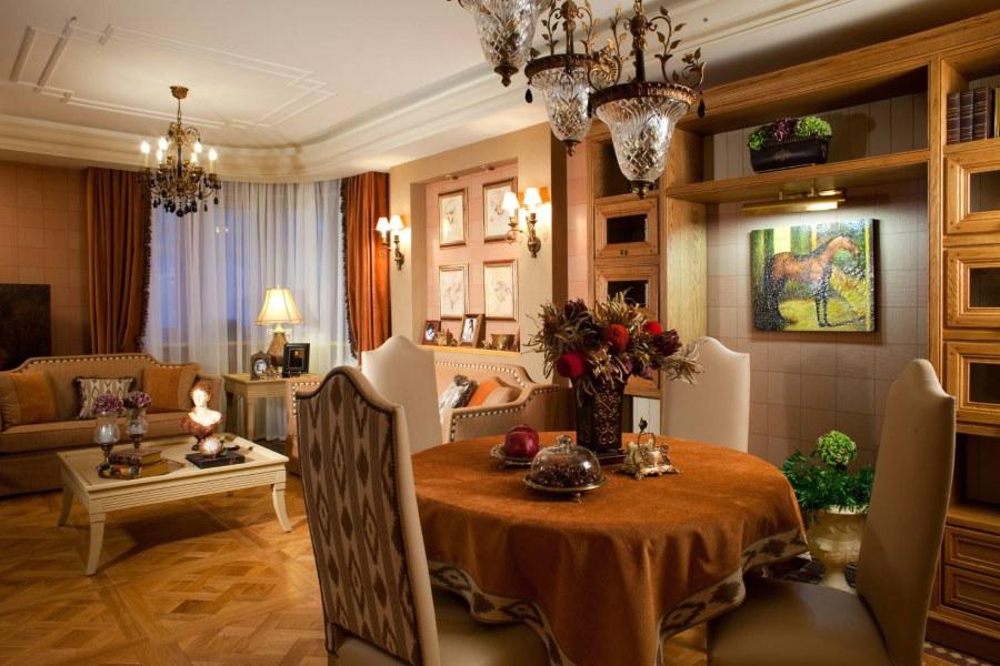 Винтажные светильники в гостиной с обеденным столом