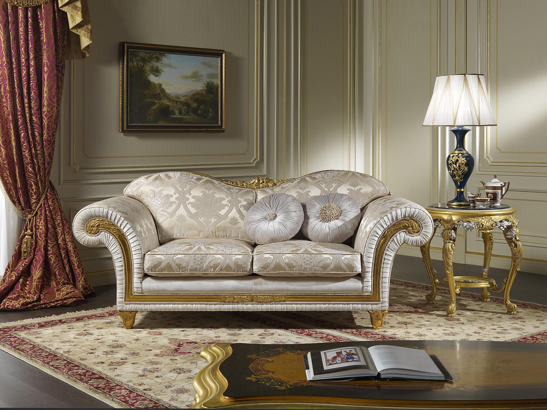 классический диван в гостиной фото