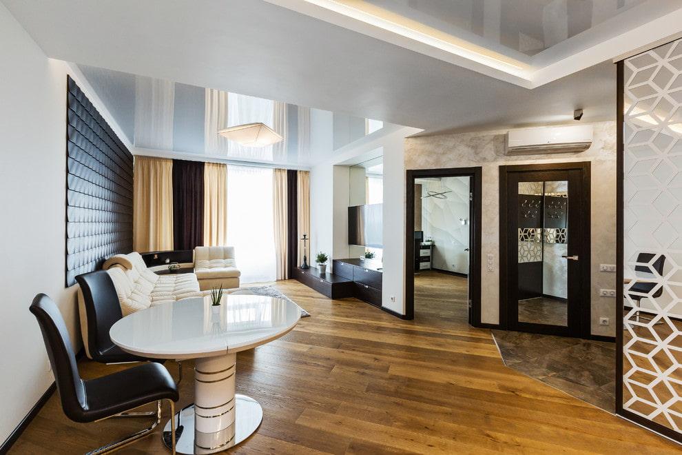 Комбинированный потолок в современной квартире