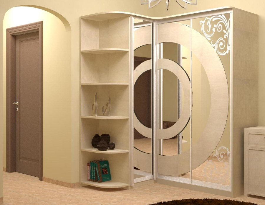 Корпусной шкаф купейного типа в коридоре