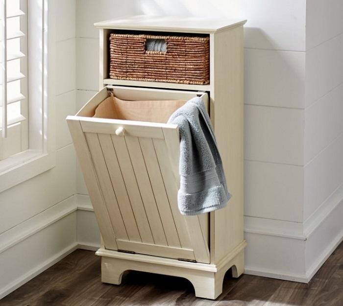 Откидная корзина для грязного белья в прачечной комнате