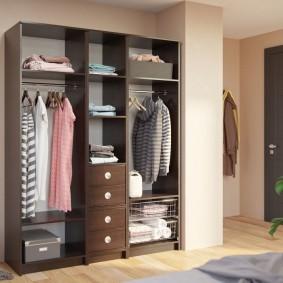 Наполнение шкафа-гардероба из недорогого ДСП