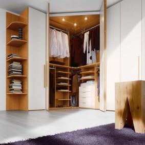 Угловой гардероб с распашными створками