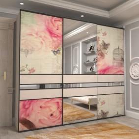 Вариант оформления дверок купейного шкафа