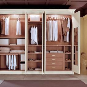 Распашной шкаф с подсветкой для вещей и одежды