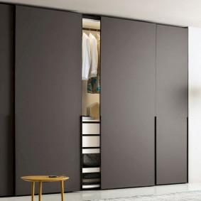 Серый шкаф в стиле минимализма