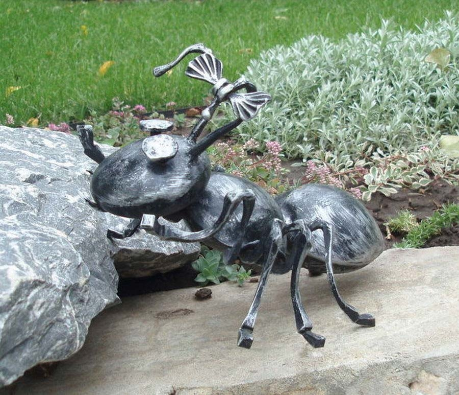 кованая фигурка муравья