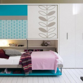 кровать для девочки декор