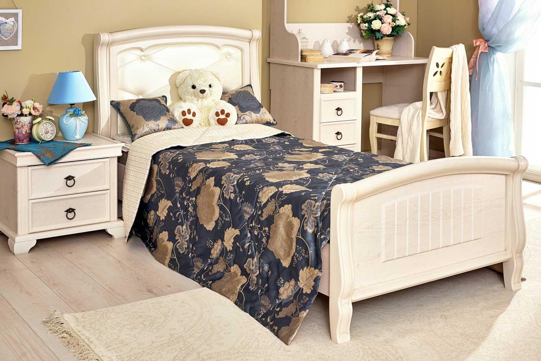 кровать для девочки светлая