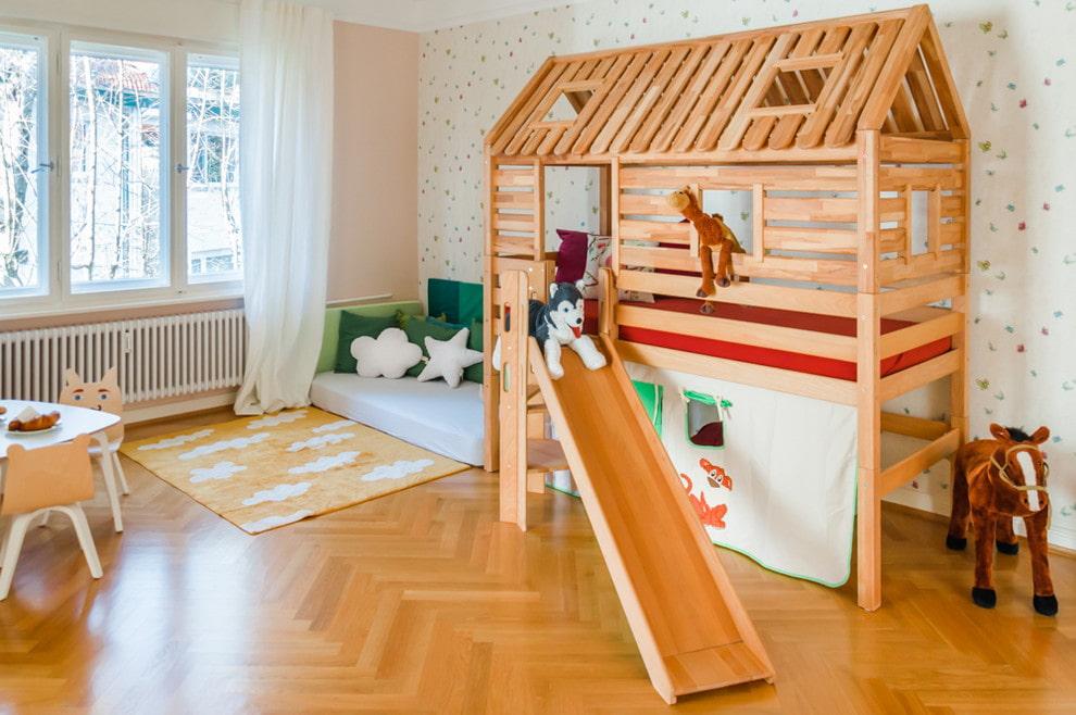 кровать домик с горкой