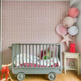 кроватка для новорожденного в интерьере