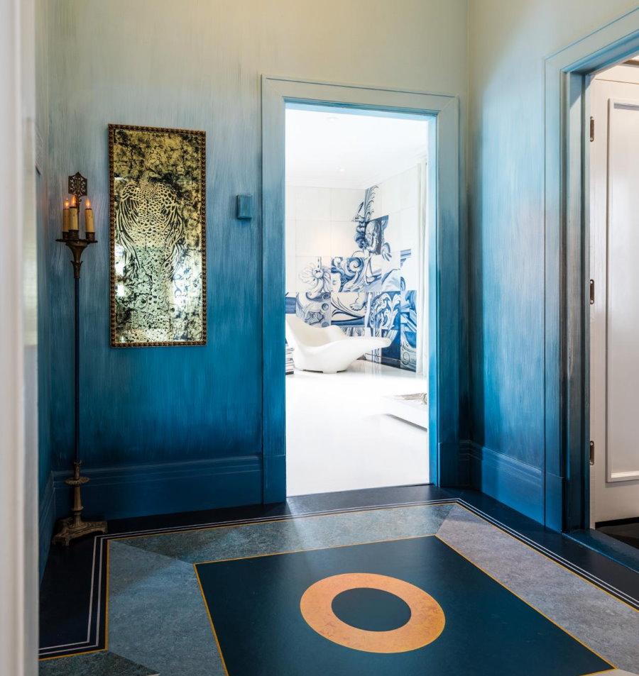 Окраска с переходом цвета стен в коридоре
