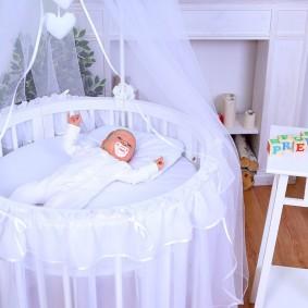 круглая детская кроватка декор фото