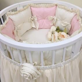 круглая детская кроватка идеи декора