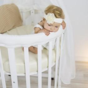 круглая детская кроватка идеи интерьер