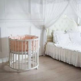 круглая детская кроватка виды декора