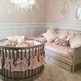 круглая детская кроватка декор