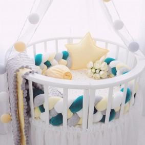 круглая детская кроватка декор идеи