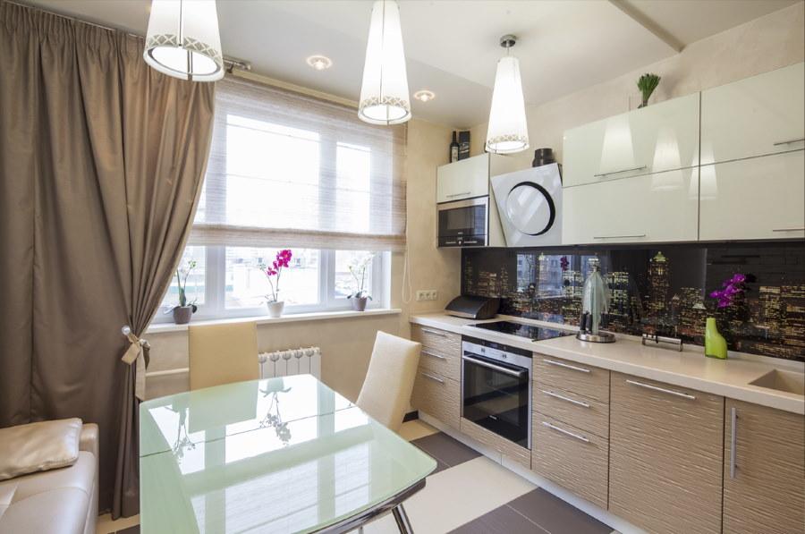 Стеклянный стол на кухне угловой квартиры