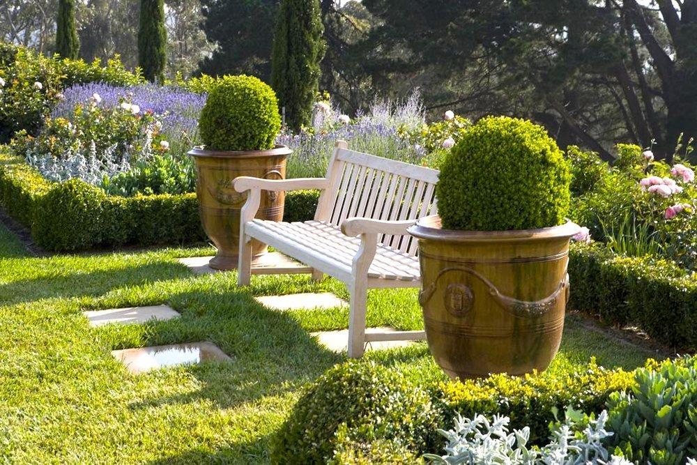 ландшафтный дизайн со скамейками